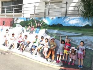 欣賞與山佳社區壁畫並合影1