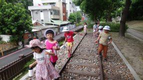 鐵軌平衡競走